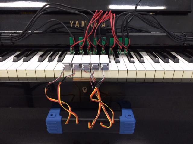 ピアノの鍵盤位置と力計測センサー